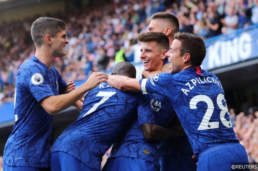 Chelsea players celebrate scoring vs Leicester